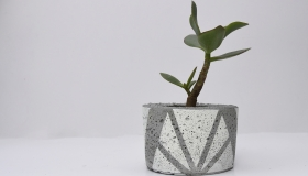 ail+el small white planter €28