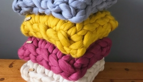 Chunky-knit-cushion-Olannmor2